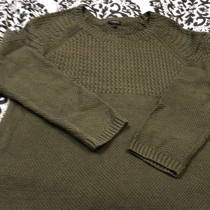 Lovely olive green crew neck Talbots sweater